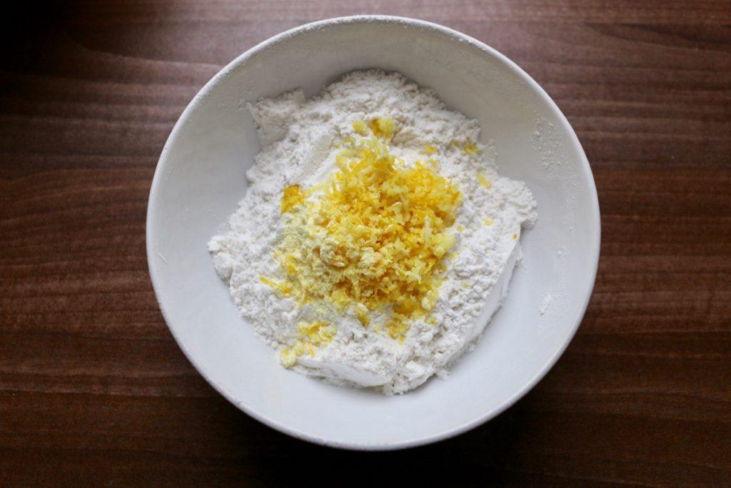 Мука+ цедра лимона+ разрыхлитель теста